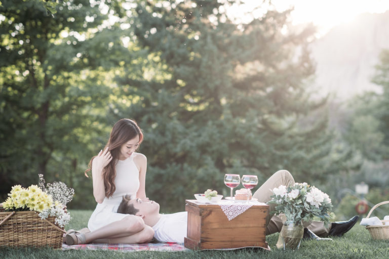 Scarborough Bluffs Picnic Engagement Photo Session