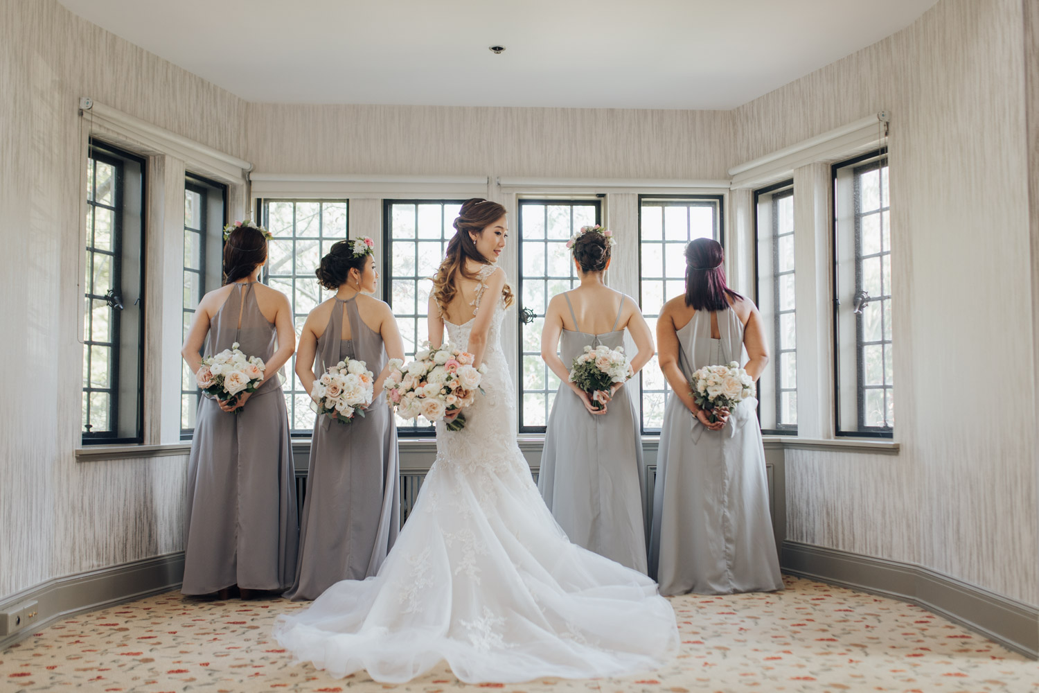 Bride with her bridesmaids photo at the Estates of Sunnybrook Vaughan Estate Bridal Suite
