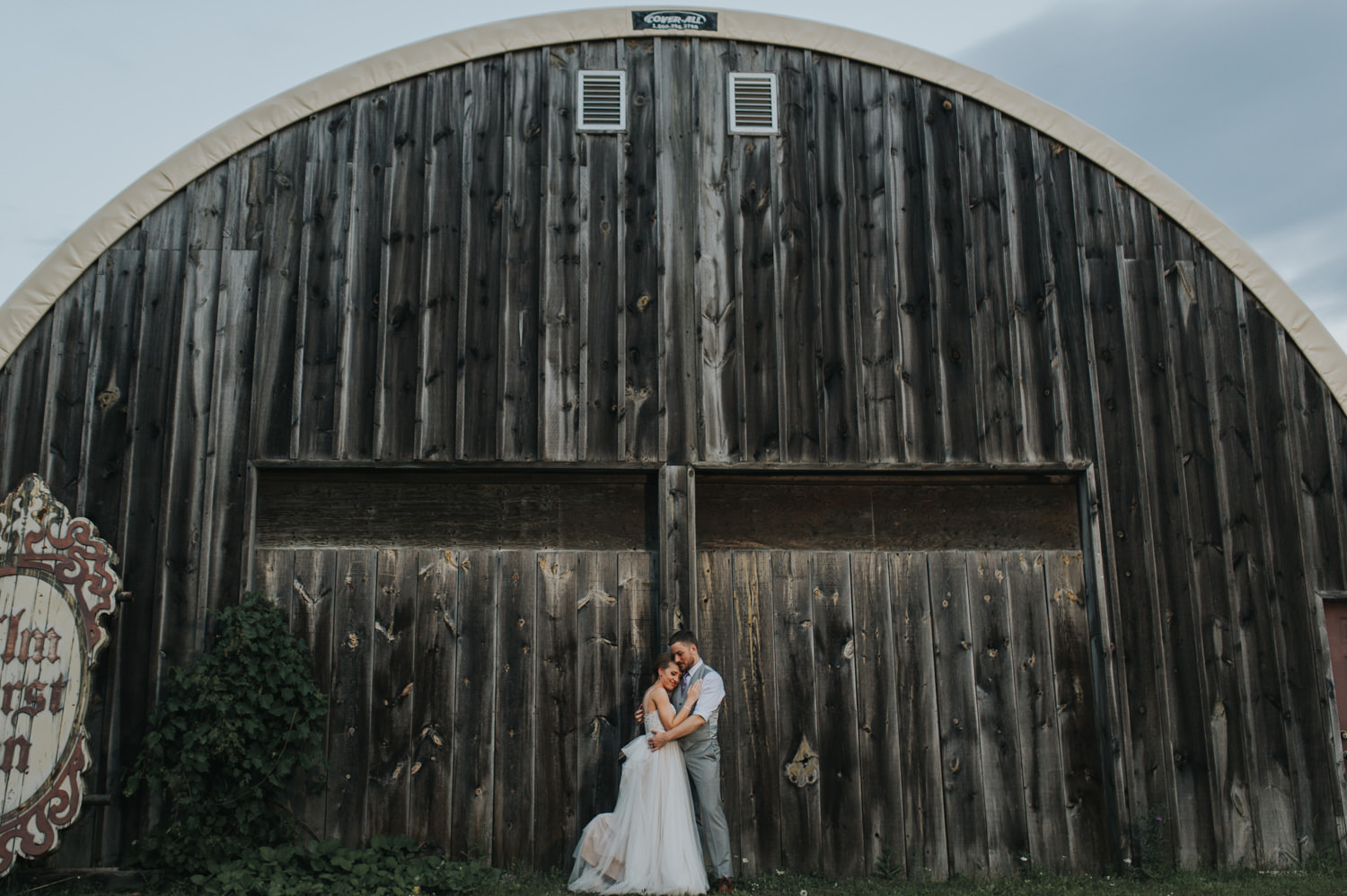 Elm Hurst Inn Wedding Photo Couple night portrait