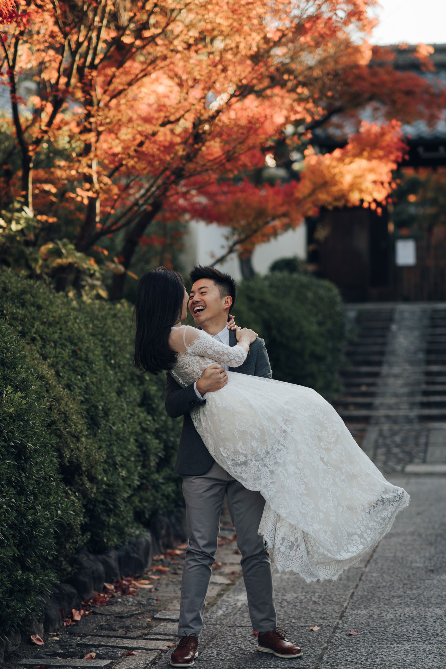 Autumn photoshoot in Kyoto with golden gingko leaves