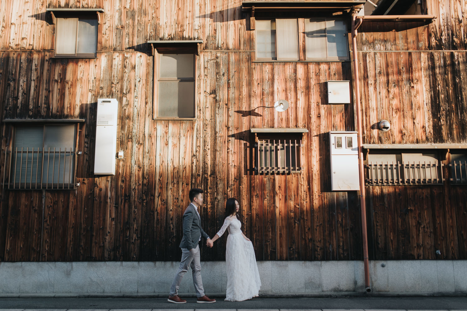 Japan Destination Wedding Photographer at Gion district in Kyoto