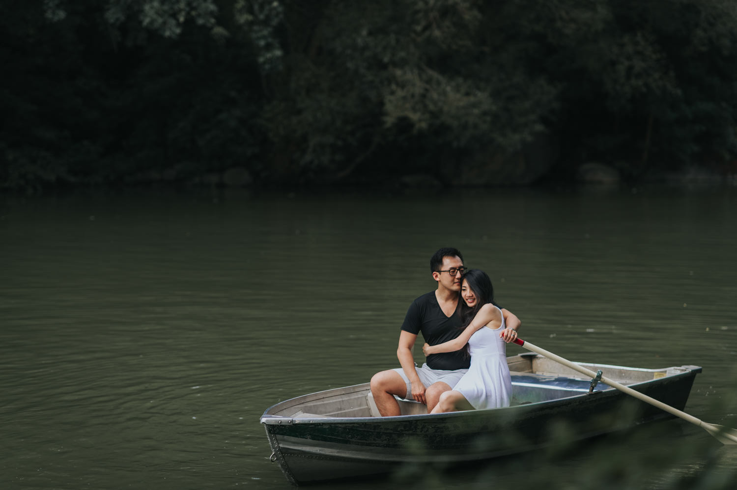 Rowboat engagement session at the New York Central Park