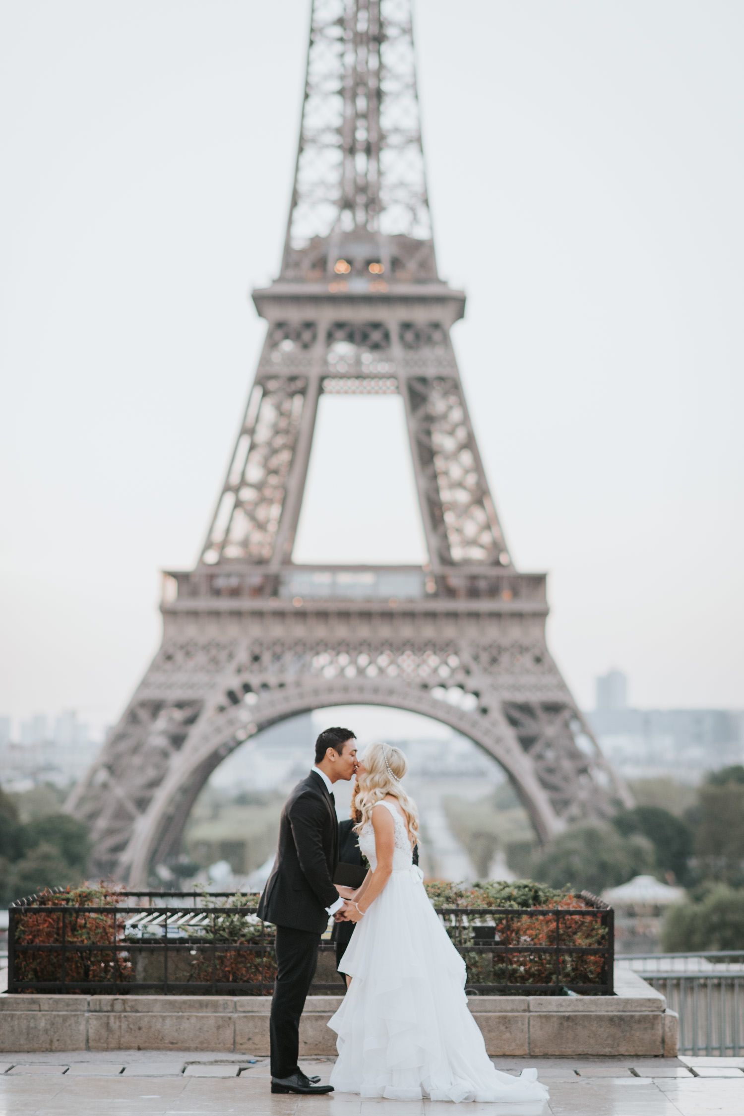 Elopement cermeony in front of eiffel tower