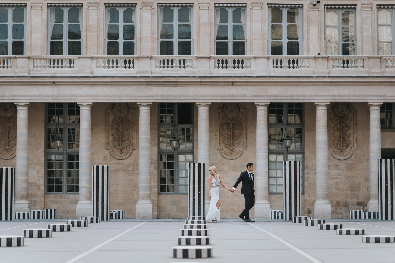 Intimate paris elopement photography at Palais Royal