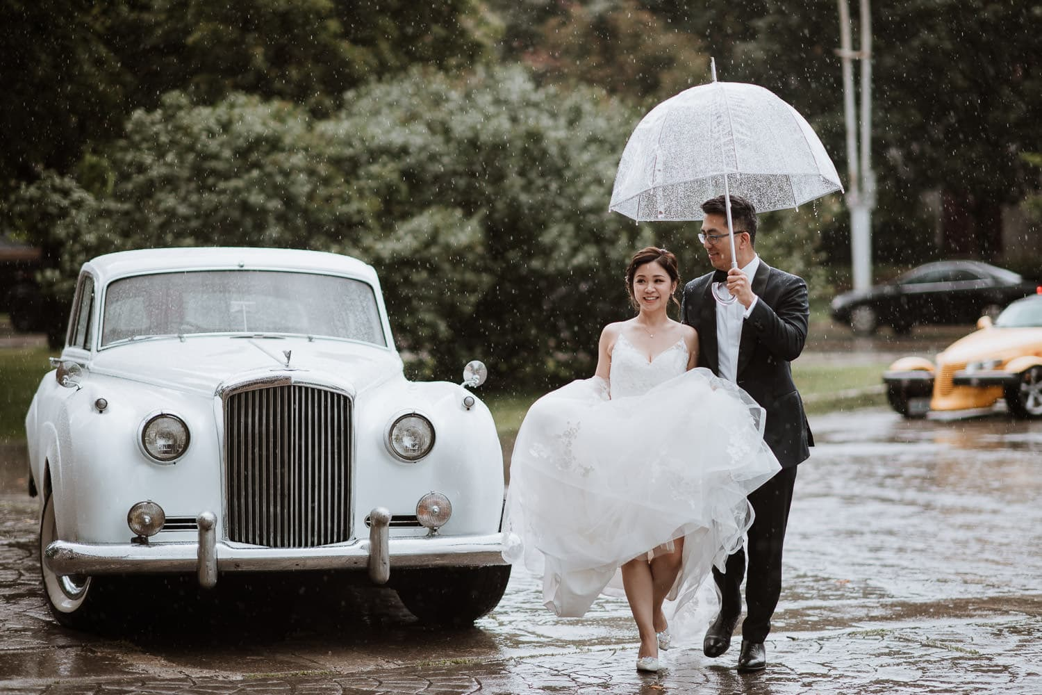 Toronto Liberty Grand Wedding Photography in the rain